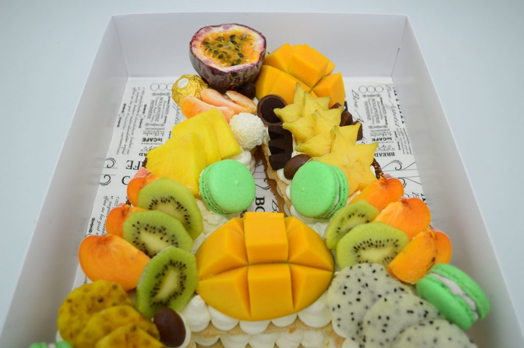בצק שקדים מספרים אותיות פירות