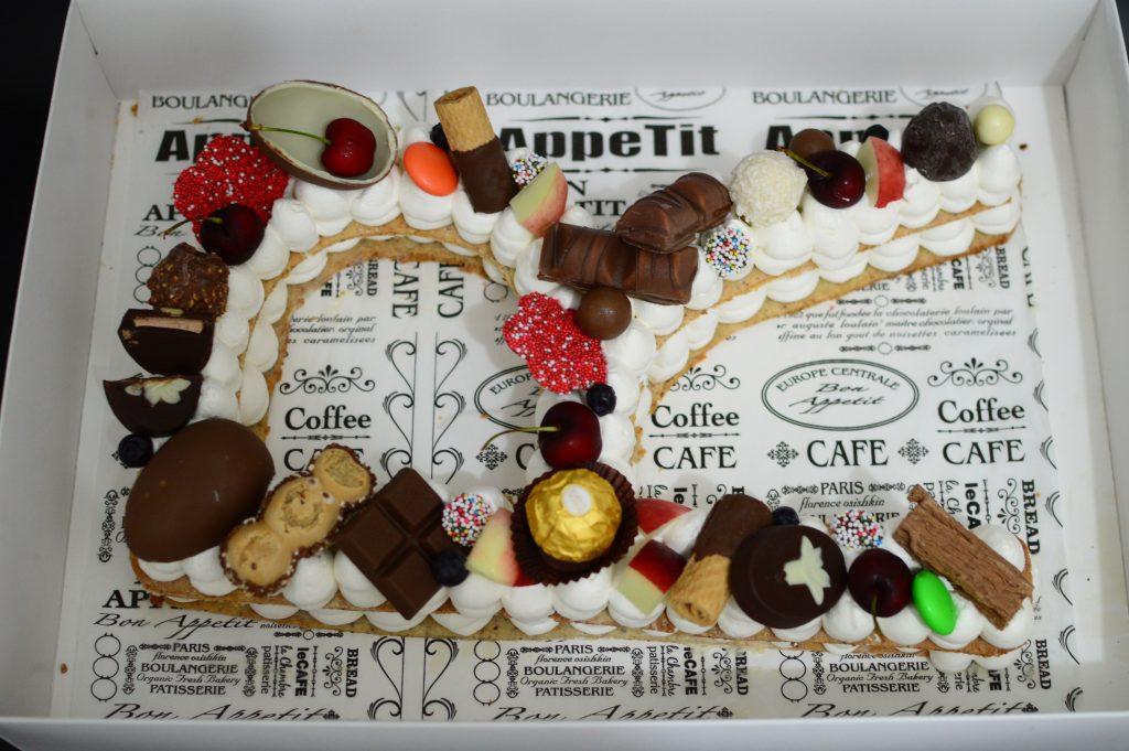 בצק שקדים מספרים אותיות שוקולדים