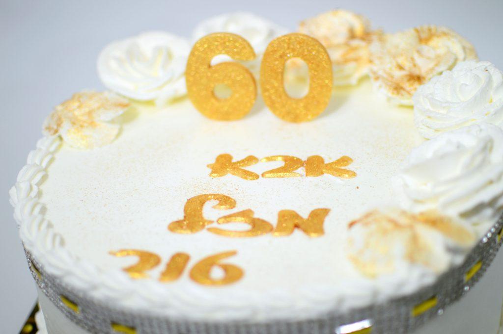 עוגה מעוצבת ליום הולדת 60