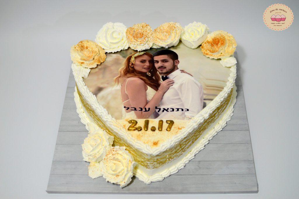 עוגה בצורת לב לאירוסין