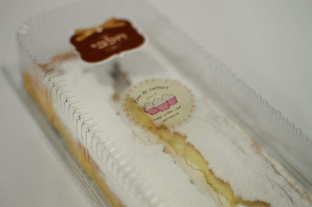 עוגת גבינה עם אבקת סוכר
